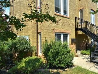 Very Bright End Unit Capitol Hill 2 bdrm, Washington, D.C.