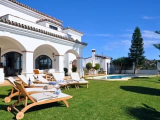 Elviria Luxury 6 bedrooms Private Villa