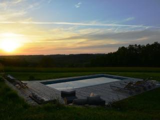 Ferme superbement rénovée avec piscine chauffée, Sainte-Alvere