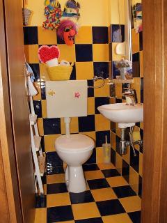 A3(6+1): toilet
