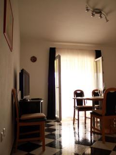 A3 Crno bijeli (4+1): living room