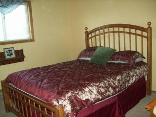STEPS FROM SWIMMING POOL, LAKE, BEACH  CLUBHOUSE, Albrightsville