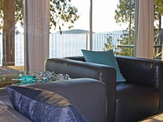 Beachside Grande Vista Oceanfront Suite, Sechelt