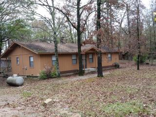 4 Bedroom Cabin Minutes to State Park and Marina, Broken Bow