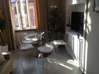 appartamento via chiatamone,23, Nápoles