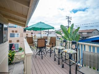 Beautiful beach bungalow with ocean views and a sunroom!, San Diego