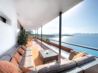 Villa sobre mar, embarcadero y cala privada 16 PAX