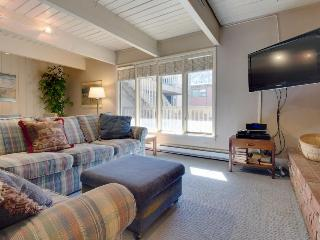 Walk to slopes from this comfy family-friendly condo w/shared hot tub!