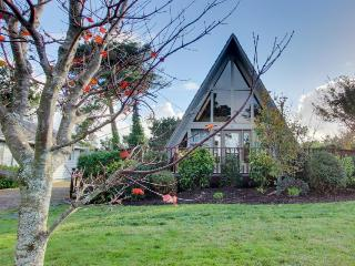 Charming A-Frame house w/ entertainment, easy beach & golf access - dogs OK!