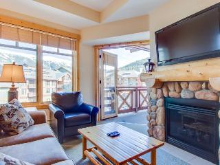 Modern rustic condo w/shared hot tub & pool - close to slopes!, Copper Mountain