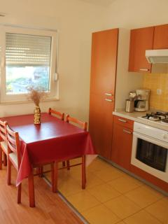 A2 zuti(2+2): kitchen and dining room