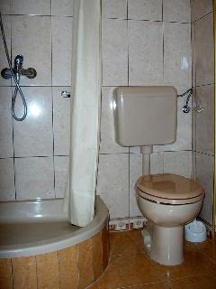 R3 Matej(4): bathroom with toilet