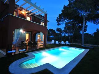Pareado con piscina y jardín propios en Cala Pi.