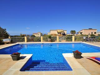 Casa grande para 14 personas con piscina.BBQ. Wifi, Llucmajor
