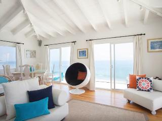 Beachfront 2 Bedroom Home in Malibu