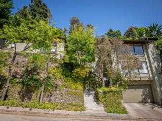 Unique 4 Bedroom Home in Hollywood Hills, Los Angeles