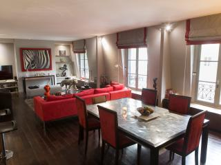 Luxurious 1 Bedroom Apartment in Champs Elysees, Paris