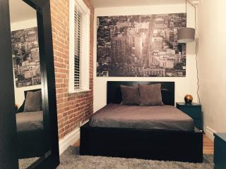 Sleek 1BR. Steps from NYC's Best., New York