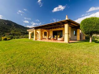 VILLA ANNA MARIA Wonderful Villa 4 DOUBLE BEDROOMS + 3 BATHROOMS FREE WIFI