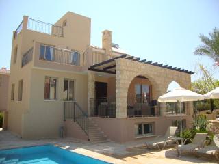 Stunning Luxury Villa - Private Beach Location, Argaka