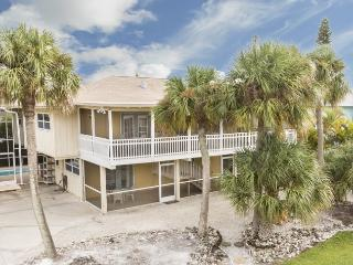 Sun Castle, our large Key West Style Family Vacation home with Private Pool and Hot Tub, All new decor, wood floors and Granite Kitchen - Code: Sun Castle, Fort Myers Beach