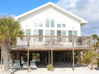 Direct Beachfront Cottage with Large Gulf View Deck and Shared Heated Pool, Fort Myers Beach