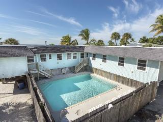 Nicely decorated Duplex with a spectacular view of the Gulf of Mexico, Fort Myers Beach