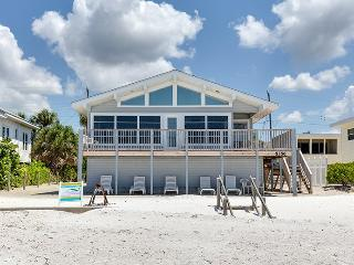 Delightful Open Concept Beachfront Getaway with wall to wall views! - Code: Seabreeze Cottage, Fort Myers Beach