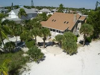 Beach Chalet - Spacious Beachfront home with Amazing Gulf views perfect for Family Reunions - Code: Beach Chalet, Fort Myers Beach