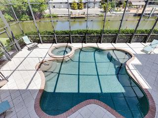 Freshly Decorated and New King Master at Venetian Grande Canal Home - Venetian