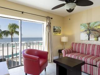 Fablous remodeled 1 bedroom Beachfront Villa with sunset views - Code: Kings Landing Ocean Dr 1, Fort Myers Beach