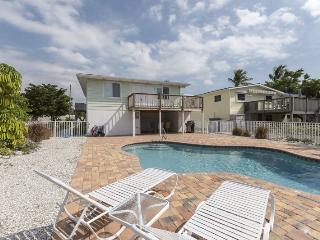 Beach Nuts Canal Home with New Pool by the Pier open Dec 27th 6 Nights! - Code: Beach Nuts, Fort Myers Beach