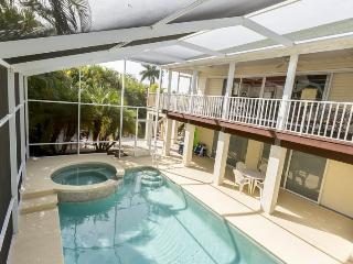 3/26: Private pool with spill over spa