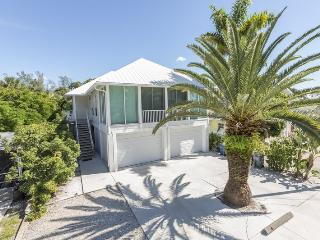 Mango Fandango is our Brand New Pier Area Rental Home with Private Pool and Spa Just One Minute to the Beach - Code: Mango Fandango, Fort Myers Beach