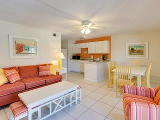 Spacious 2 BR Suite right across from the Beach at the Pier - Code: Sun Seeker #2Up, Fort Myers Beach