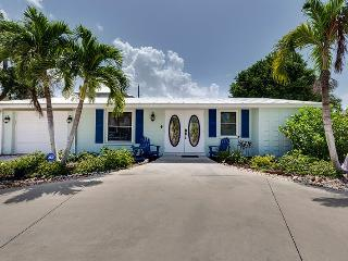 Delightful 2 Bedroom Vacation Home New to the Rental Market - Code: Gulf Coast Cottage, Fort Myers Beach