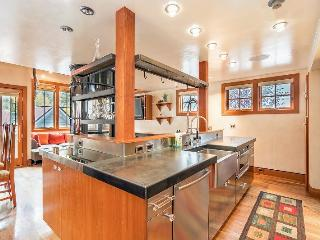471 West Pacific - 4 bedroom luxury townhome in Downtown Telluride - 2.5 Blocks from Gondola and Lift 8