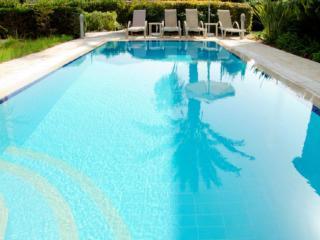 Amazing Luxury 4 Bed Villa - Jacuzzi - Pool - Wifi