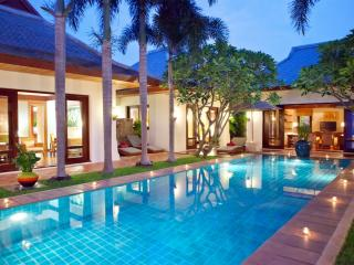 Villa 91 - Beach front luxury with Thai chef service and shared gym