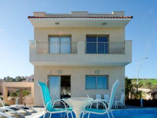 Luxury 4 Bed Villa - Jacuzzi - Sauna -Private Pool