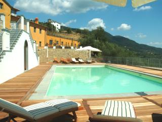 Bellavista 1 up to 5, with pool, Wifi and view, Matraia