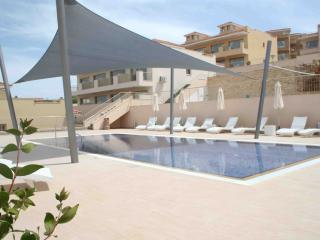 Jacuzzi - 3 Commual Pools - 1 Bed Penthouse Apt