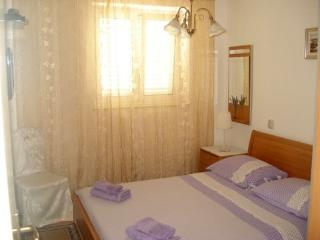 Apartments Glavinić - Apartment 2 (1601-2), Postira
