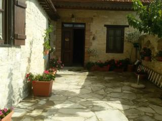 3 Double-Bed Village House, Agios Therapon