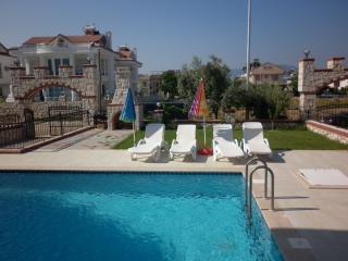 3 Bedroom Private Villa for Rent Close to Beach