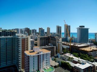 Ocean/DH View from 28th Floor-Renovated Studio, Honolulu