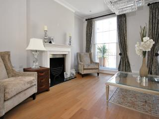 5 BEDROOM TOWNHOUSE  LOCATED IN KNIGHTSBRIDGE