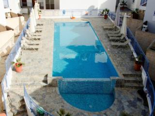 Stunning Apartment - Jacuzzi - Large Communal Pool, Argaka
