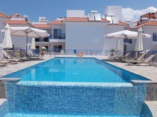 Sea Views - 3 Bed House - Jacuzzi - Large Pool, Argaka