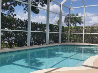 431 Edgewater; Luxurious 3 bed 2 bath Waterfront H, Marco Island